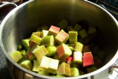 How to make Rhubarb and Orange Chutney