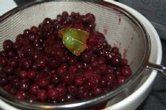 How to make Blackcurrant and Bay Vinegar